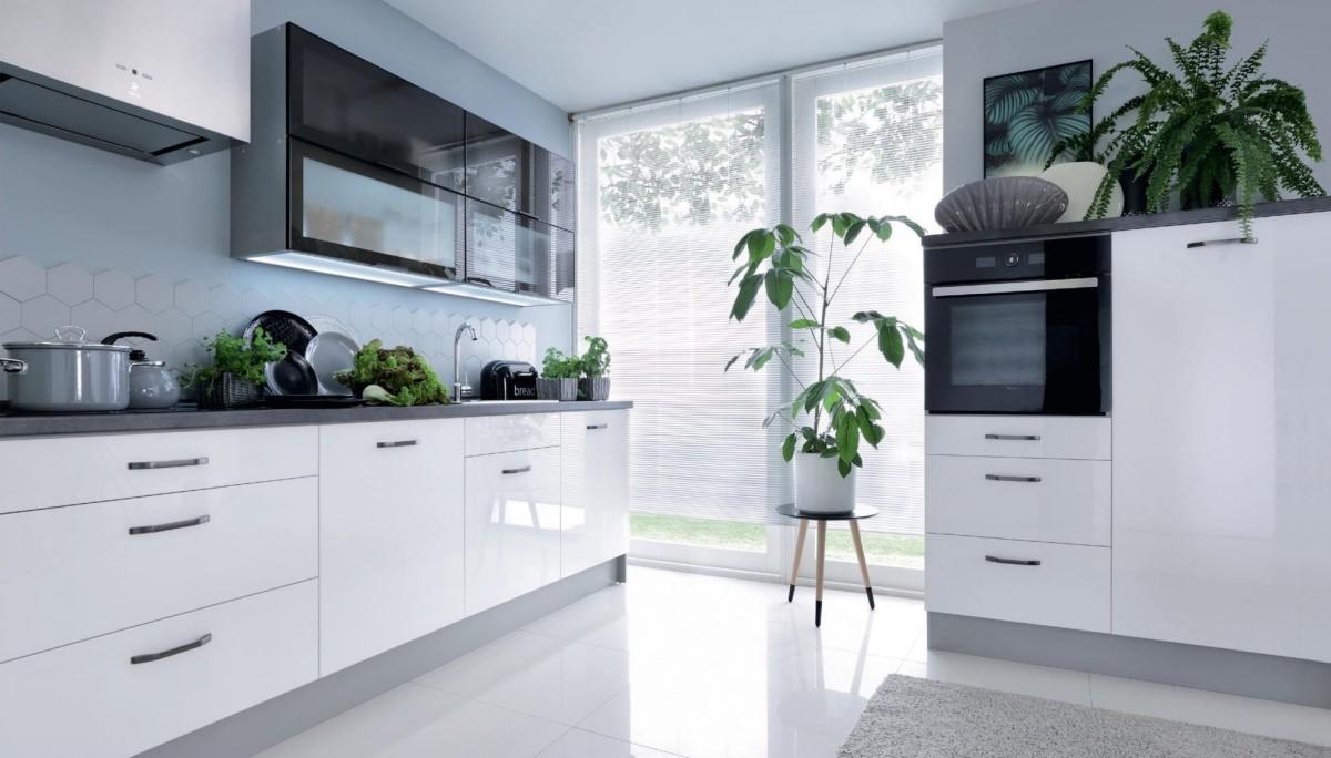 Details zu Küche, Schränke, Küchenzeile erweiterbar Weiss Glanz lackiert  schwarze Vitrinen